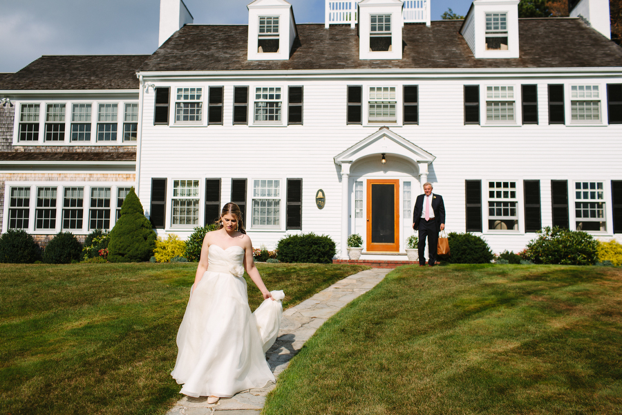A bride departs for her wedding ceremony. Photograph by Massachusetts wedding photographer Kelly Benvenuto.