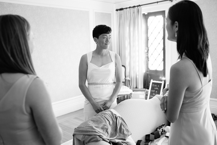 bride getting ready, estate wedding photography by Kelly Benvenuto