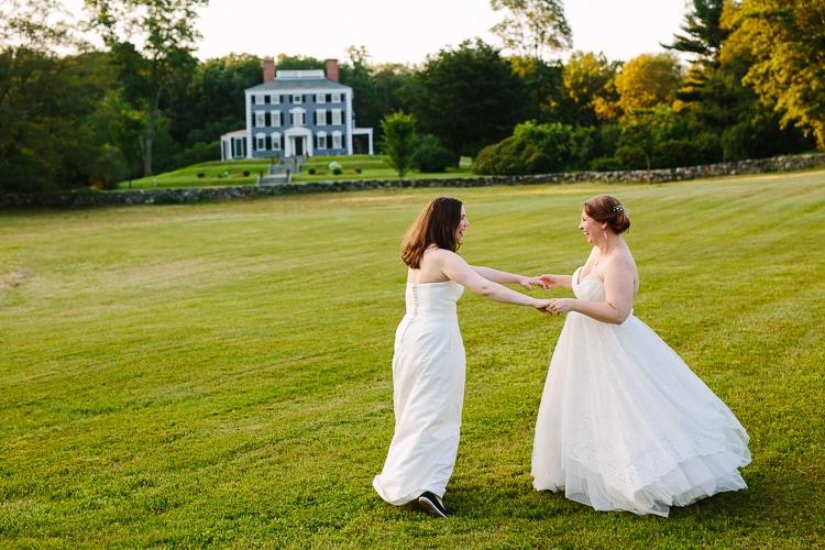 Alexis And Liz S Codman Estate Wedding Kelly Benvenuto Photography Boston New England